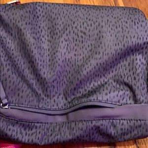 lululemon athletica Bags - Lulu lemon crossbody bag with a pink strap